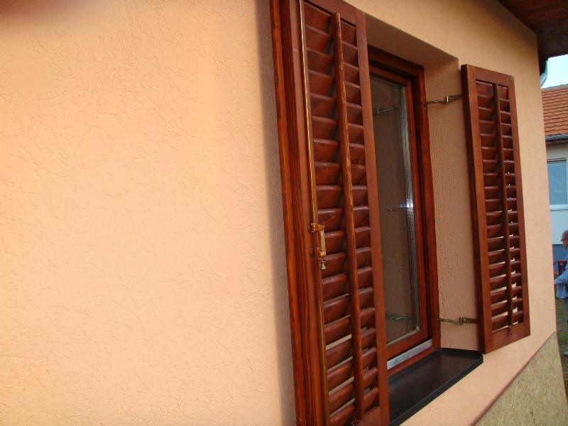 ukupna debljina spoljneg zida sa stiroporom od 8 cm je 24 cm.