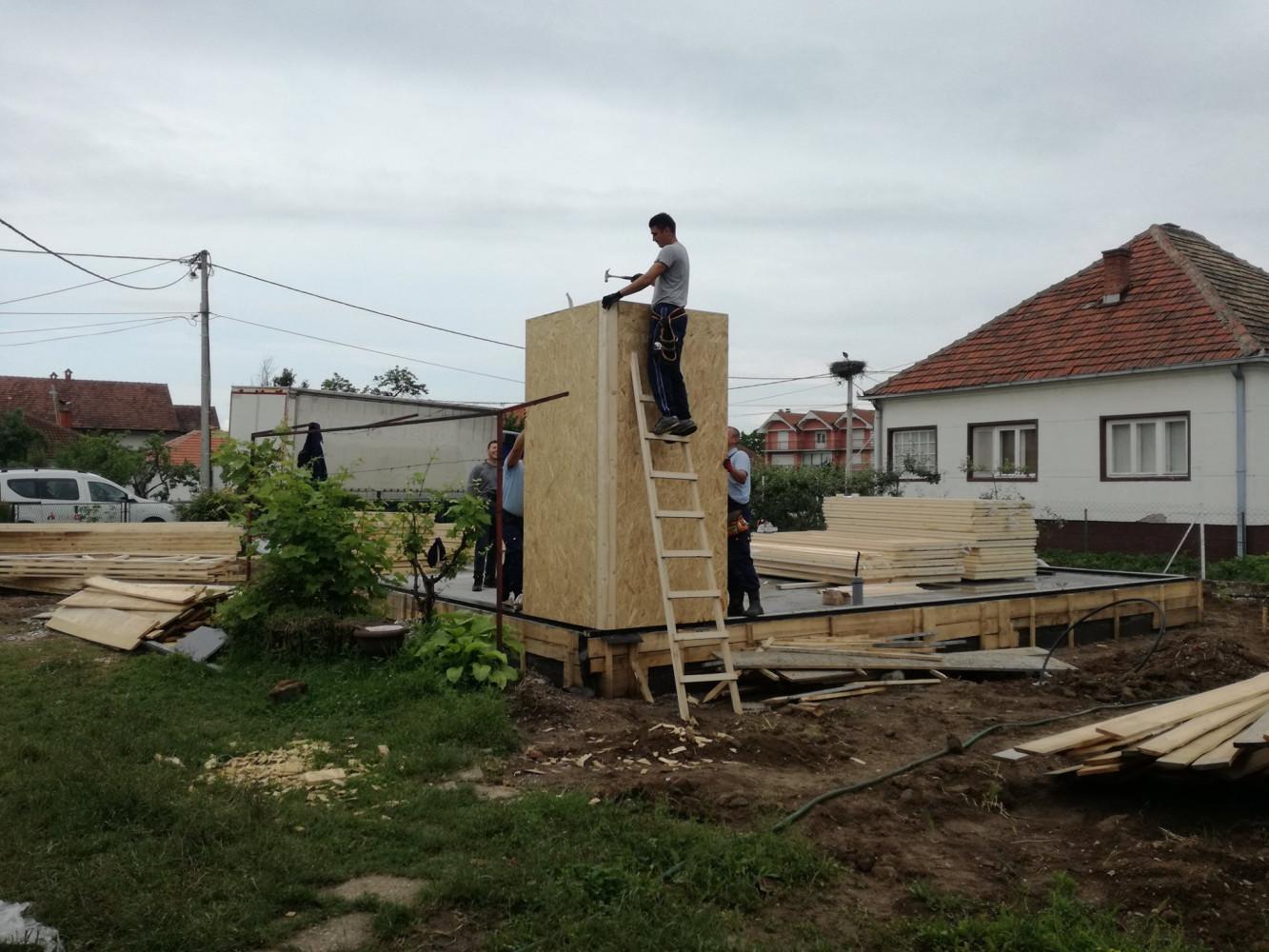 Montažna kuća u izgradnji 3